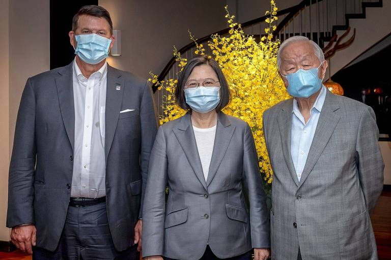 Karch, a presidente Tsai e Morris Chang, fundador da fabricante de chips TSMC, em encontro nesta sexta