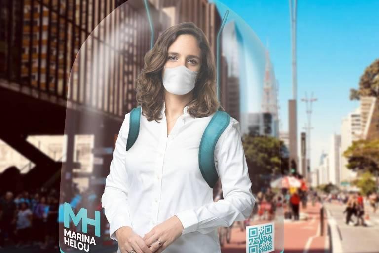 A candidata à prefeitura de São Paulo Marina Helou (Rede) em simulação de equipamento de proteção para panfletagem que deve ser usado durante a campanha