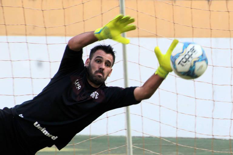 O experiente goleiro Saulo, de 35 anos, permanece como um dos líderes da Ferroviária nesta temporada
