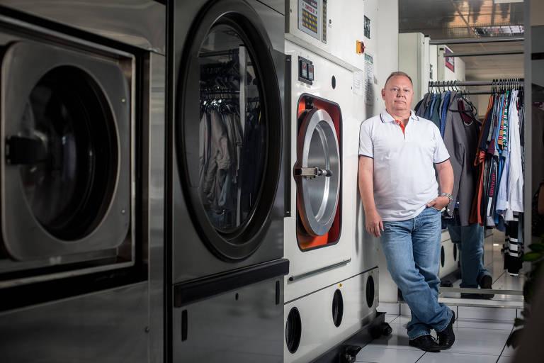 O empresário Fernando Fiori, em unidade da lavanderia 5àSec no Alto da Lapa, zona oeste de São Paulo