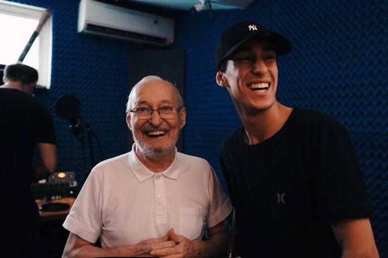 Daniel Leite Casagrande (1948-2020) e o neto, o músico Lucas Laypold