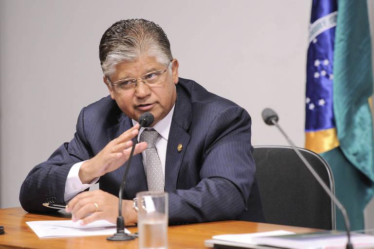 Ex-senador Clésio Andrade (PMDB-MG), ex-presidente da Confederação Nacional do Transporte (CNT), foi um dos vacinados