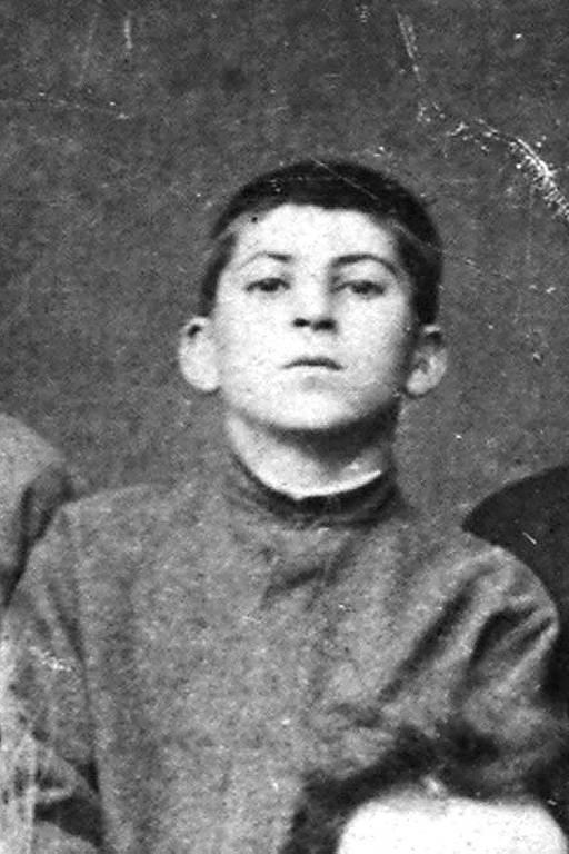 Josef Stálin, futuro ditador da União Soviética, aos 10 anos de idade