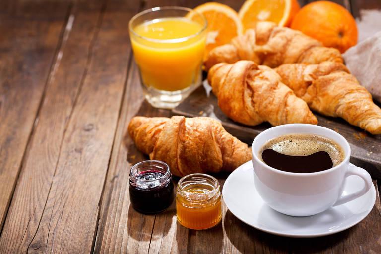 Petroleira francesa abre rede de cafés para vender croissant em posto de combustível