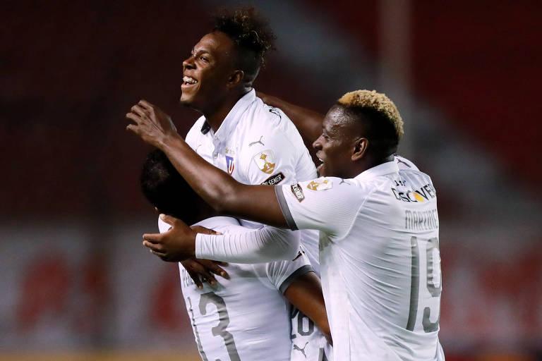 Jhojan Julio celebra o seu segundo gol contra o São Paulo em Quito