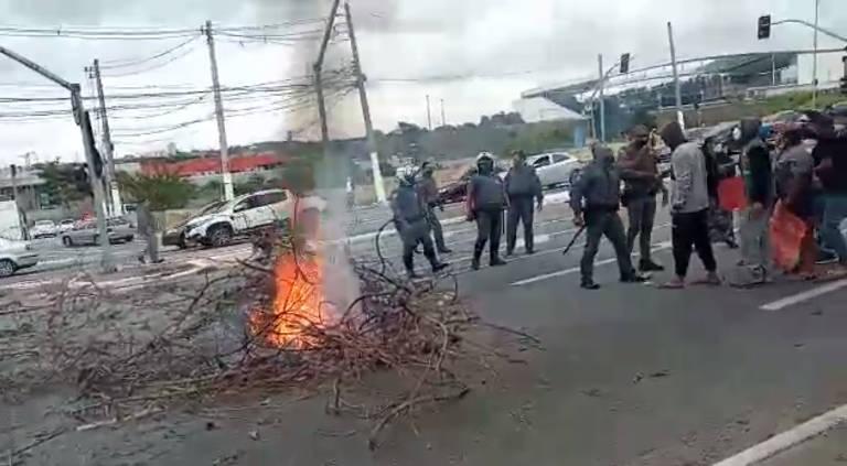 Manifestantes protestam contra morte de autônomo na zona leste de SP