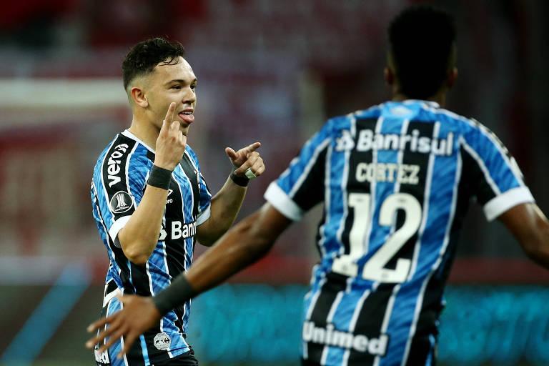 Pepê comemora o seu primeiro gol em clássicos para dar a vitória ao Grêmio sobre o Inter