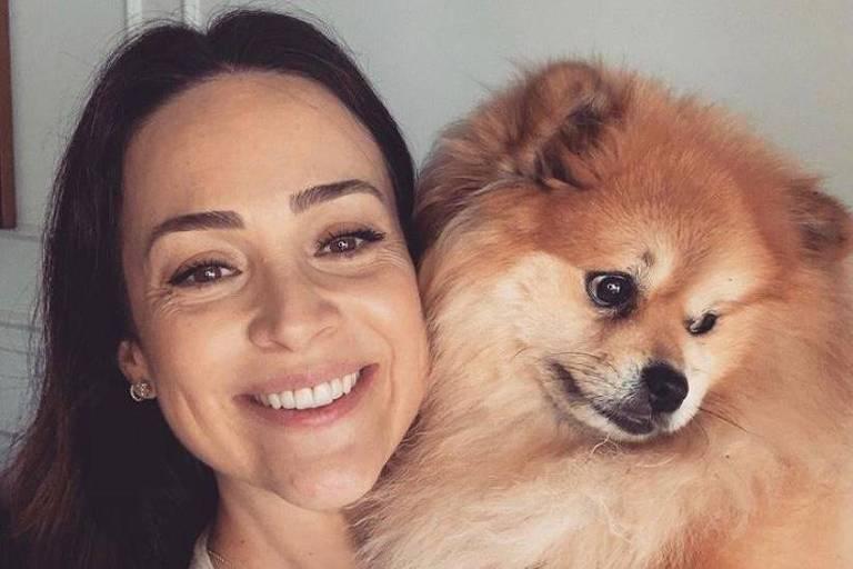 Claudia Leitte posta selfie, e Gabriela Duarte posa com cachorro