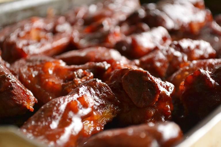 Aprenda a preparar clássica costelinha porco ao molho barbecue
