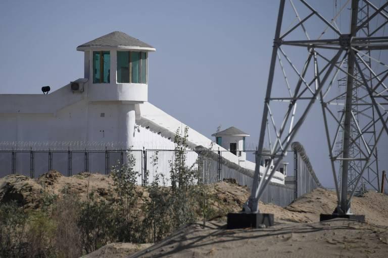 Estudo aponta que China construiu quase 400 centros de detenção em Xinjiang