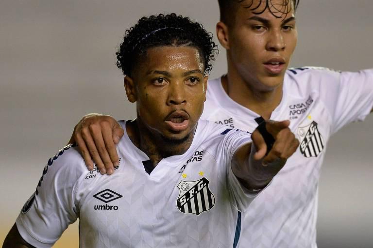 Marinho comemora seu gol, o primeiro do Santos na partida contra o Delfín, do Equador, pela Libertadores