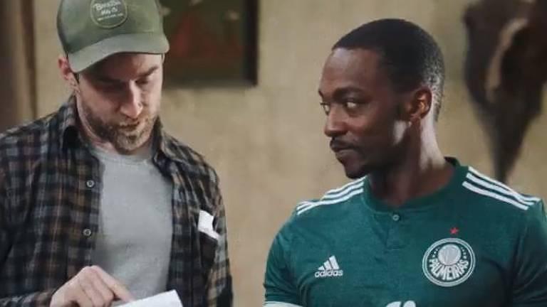 Anthony Mackie, ator, veste camisa do Palmeiras