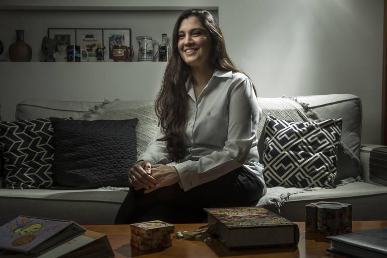 Andrea Faustino, 45, diretora de soluções e serviços para redes core e cloud da Ericsson, em sua casa em SP