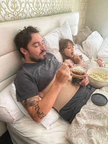 Fernando Zor se recupera ao lado da filha Alice