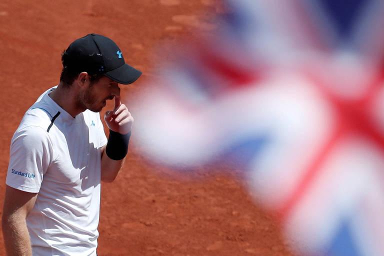 O tenista britânico Andy Murray durante semifinal de Roland Garros contra o suíço Stan Wawrinka, em 2017