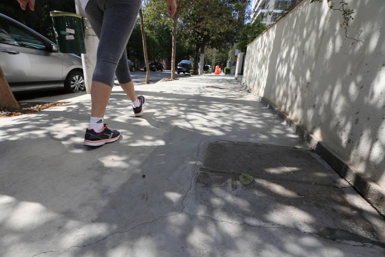 Moradores reclamam de calçadas
