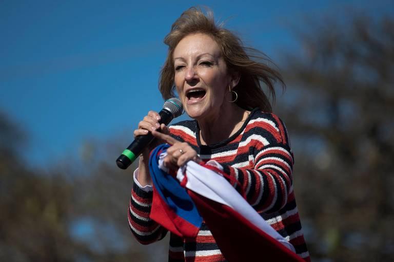Carolina Cosse, candidata pela Frente Ampla, durante comício em Montevidéu