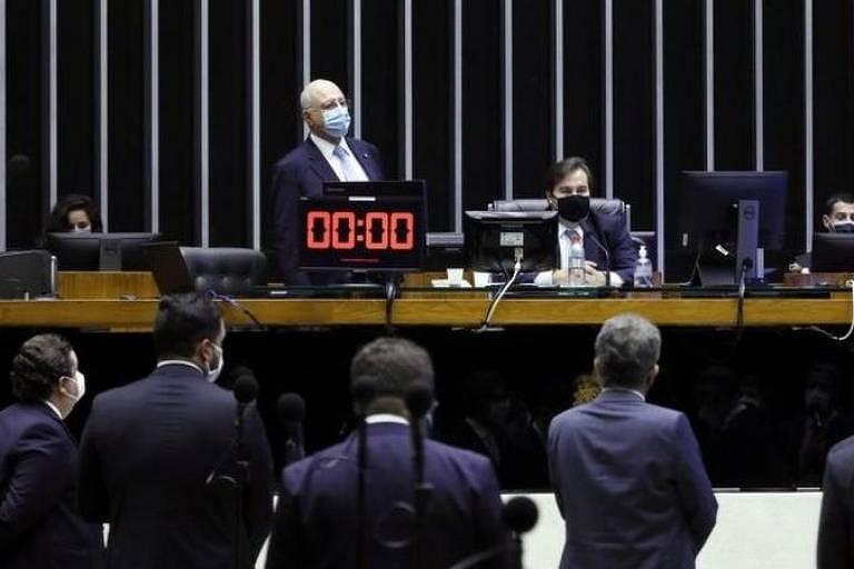 congressistas no plenário da câmara de deputados