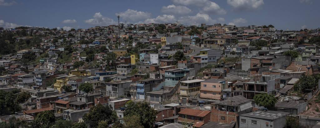 Francisco Morato tem moradias irregulares, que ficam em risco de deslizamento durante o período de chuvas