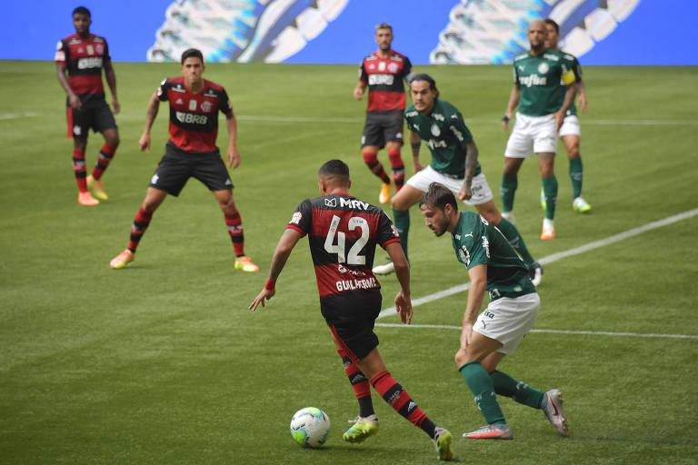 Diferenças estratégicas entre Flamengo e Palmeiras tornam jogo mais agradável