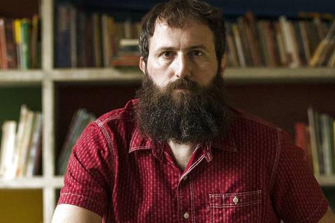 SÃO PAULO, SP, 04.12.2019 - Julián Fuks em visita à Ocupação 9 de Julho, no centro de São Paulo, que serviu de cenário e de inspiração para seu novo romance,