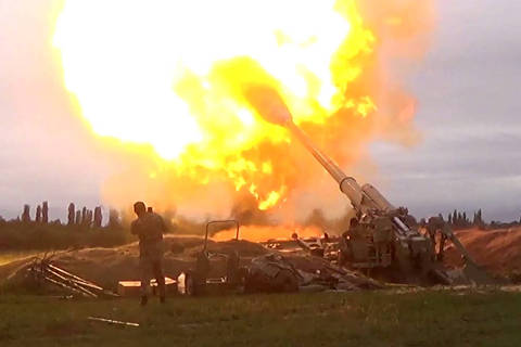 An image grab taken from a video made available on the official web site of the Azerbaijani Defence Ministry on September 28, 2020, allegedly shows Azeri artillery strike towards the positions of Armenian separatists in the breakaway region of Nagorno-Karabakh. (Photo by Handout / Azerbaijani Defence Ministry / AFP) / RESTRICTED TO EDITORIAL USE - MANDATORY CREDIT