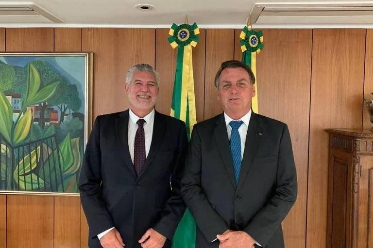Ivan Sartori, candidato à Prefeitura de Santos, posa com o presidente Jair Bolsonaro
