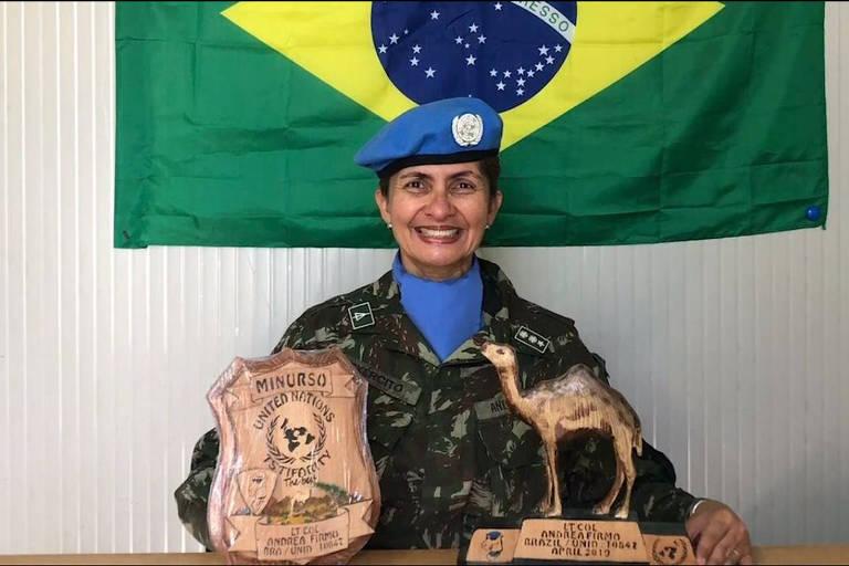 A foto original de Firmo na África, com o brasão da ONU e as insígnias no uniforme