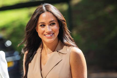 (FILES) In this file photo taken on October 01, 2019 Meghan Markle, the Duchess of Sussex arrives at the University of Johannesburg, South Africa. - A British newspaper group on Tuesday won a ruling to amend its defence against a high-profile claim by Meghan Markle for breach of privacy and copyright. The former television actress is suing Associated Newspapers over the publication of extracts of a letter she wrote to her estranged father before her wedding to Prince Harry in 2018. (Photo by Michele Spatari / AFP)