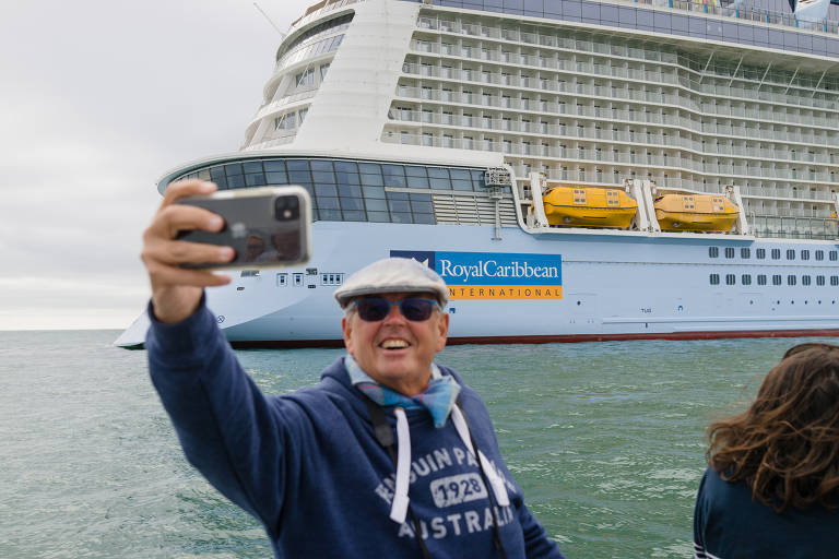Navios de cruzeiro vazios atraem turistas no Canal da Mancha