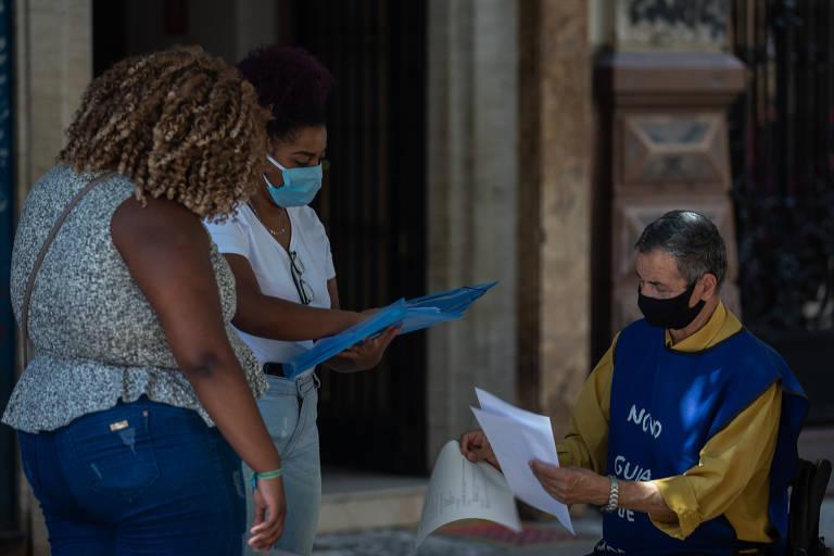 Brasil cria 249 mil empregos formais em agosto, mas saldo do ano é negativo. Embora resultado mostre gradual recuperação, primeiros oito meses do ano acumulam fechamento de 849 mil vagas