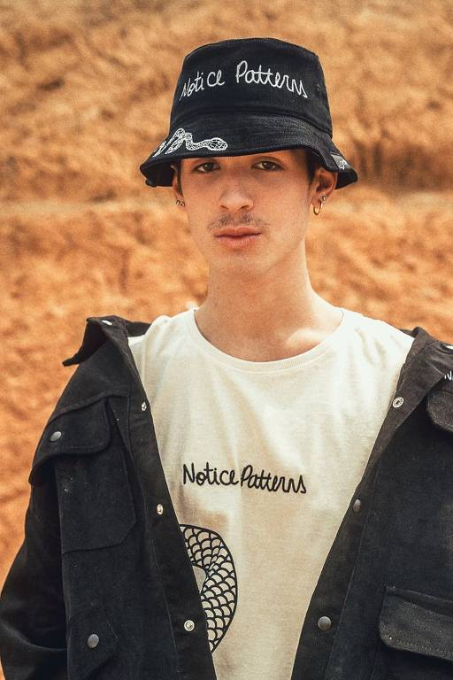 Cantor e ator João Guilherme