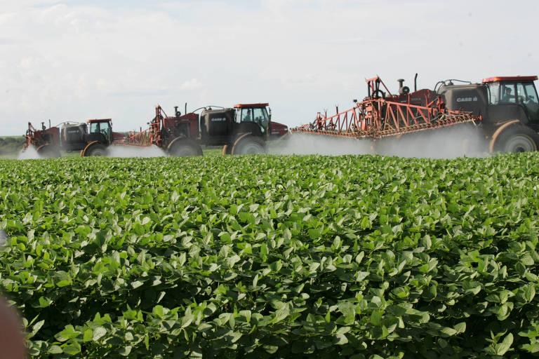 Pulverização em lavoura de soja em Maro Grosso
