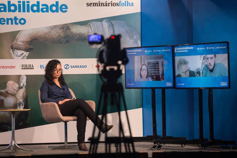 A jornalista Fernanda Perrin em mediação do seminário virtual Sustentabilidade & Saneamento, realizado pela Folha, na terça (29)