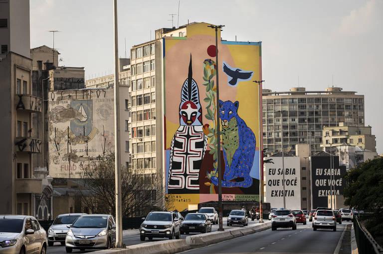 A obra Pindorama, de Rimon Guimarães, que foi produzido com uma tinta que ajuda a limpar o ambiente