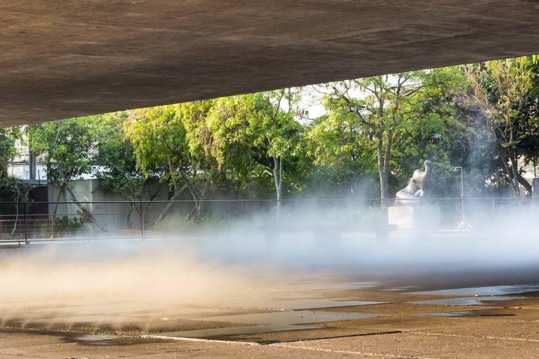Arte em outdoor e fumaça em museu são opções de obras ao ar livre em SP
