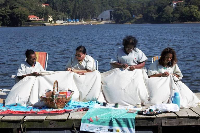 Bordadeiras da Coletiva Tear & Poesia de Arte Têxtil Preta Nativa