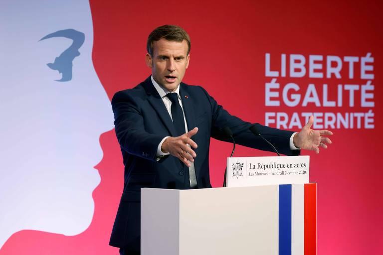 O presidente francês, Emmanuel Macron, em discurso sobre o islamismo radical em Paris
