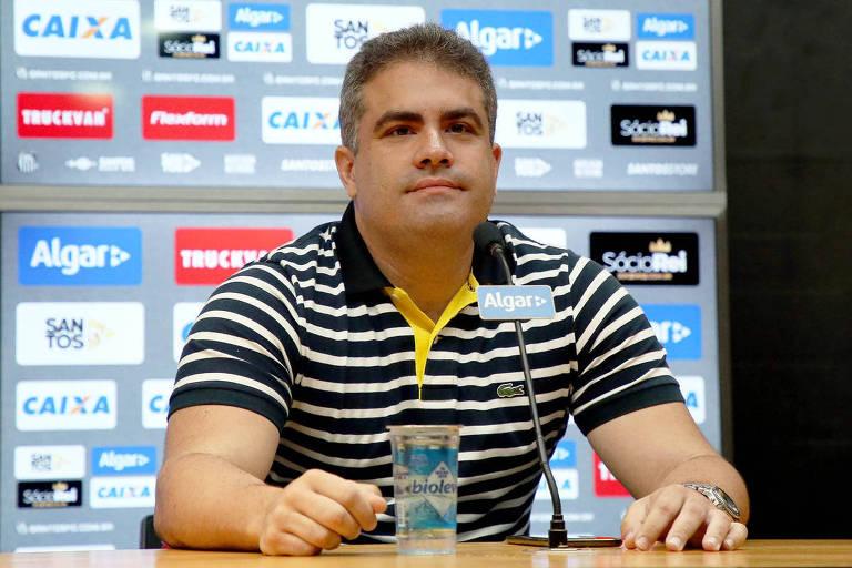 Orlando Rollo em entrevista na Vila Belmiro