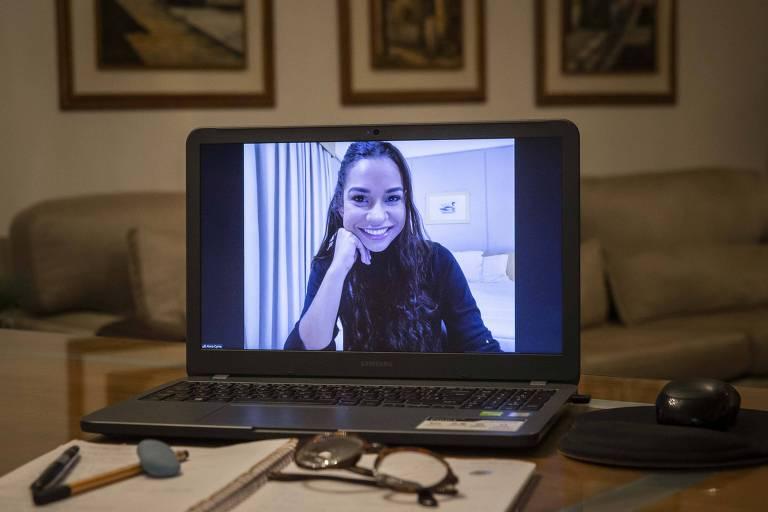 Alana Cyrne, trainee da Ambev, que fez parte do programa online