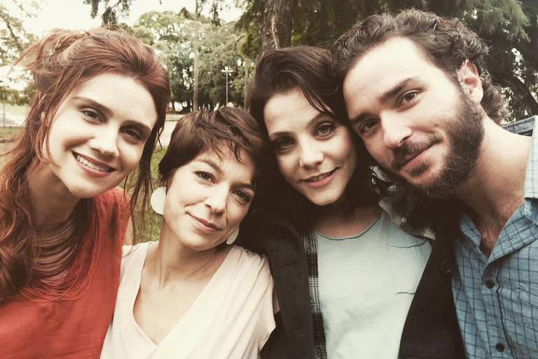 As atrizes Branca Messina, Silvia Lourenco e Elisa Volpa e o ator Joao Campos do filme 'Depois de Ser Cinza'