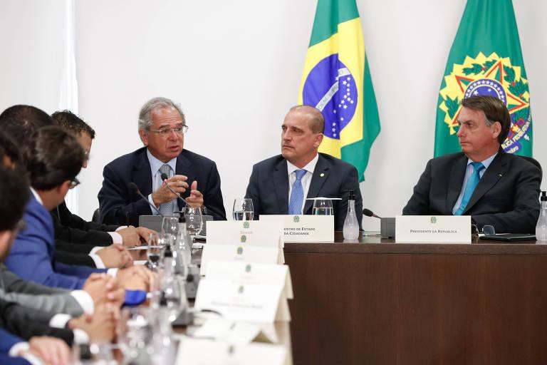O ministro Paulo Guedes (Economia), o ministro Onyx Lorenzoni (Cidadania) e o presidente Jair Bolsonaro, em Brasília