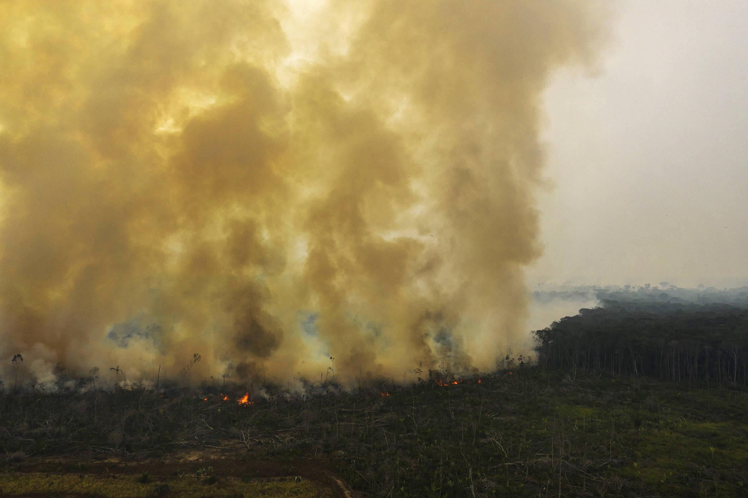 Queimada em Área desmatada no município de Humaitá, no sul do Amazonas