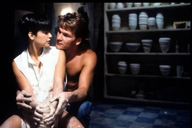 """Cena do filme """"Ghost, Do Outro da Vida"""""""