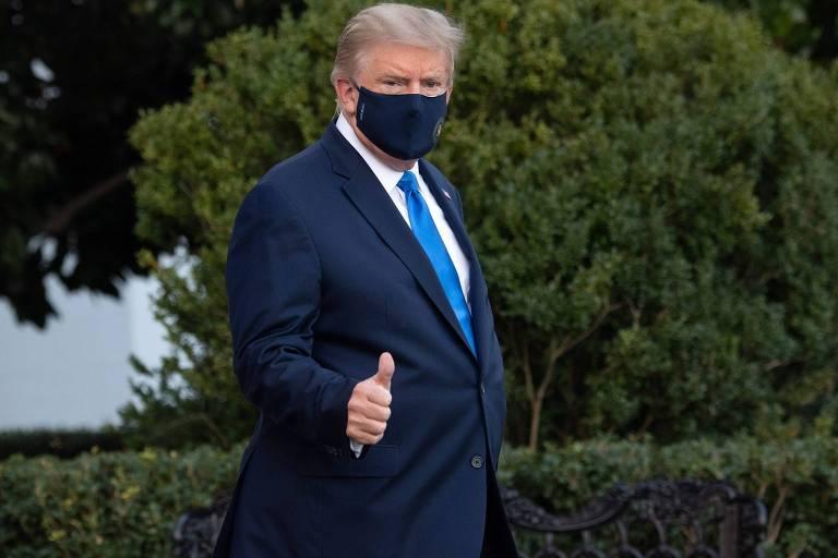O presidente dos EUA, Donald Trump, 74, na Casa Branca, caminha até o helicóptero que o transferiu para o hospital militar