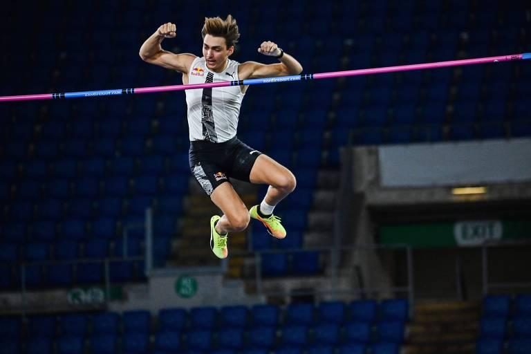 Novo astro do atletismo, Duplantis treinou no quintal para alcançar recordes