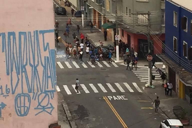 Operação policial causa tumulto e correria na região da Cracolândia, em SP