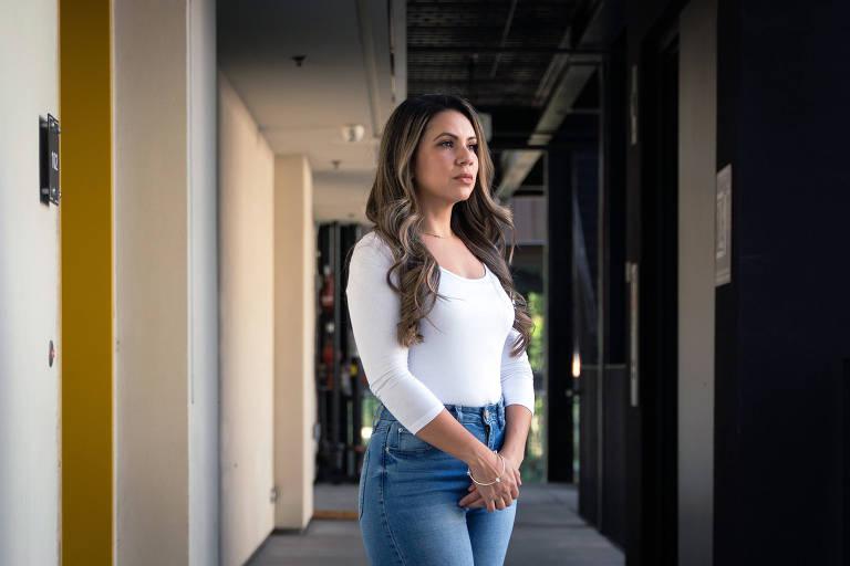 Julia Ortega espera voltar para seu emprego como instrutora e comissária de bordo quando a economia melhorar e a demanda por viagens se recuperar