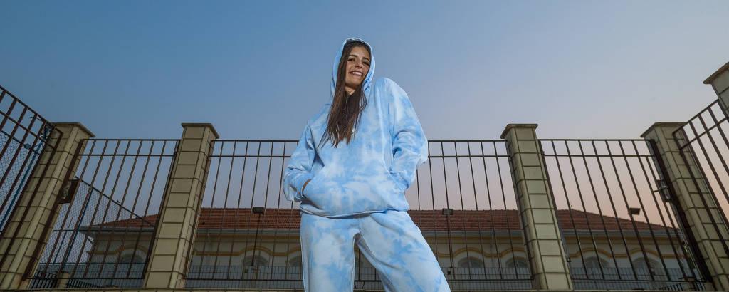 Letícia Castro usa sua linha de tie dye