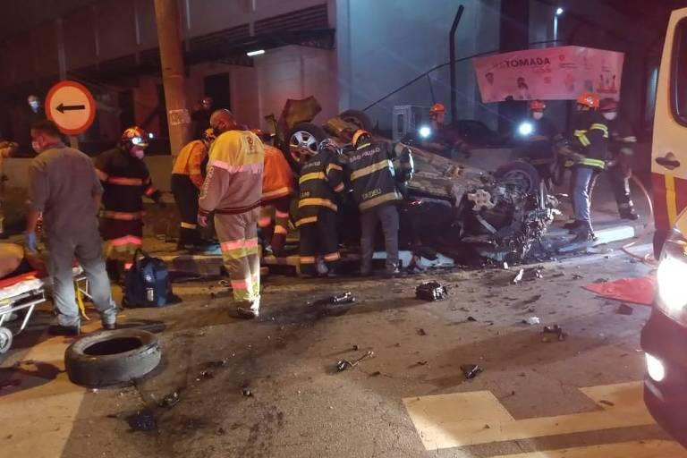 Osasco, 4 de outubro de 2020. Quatro jovens morreram em um acidente de carro na madrugada deste domingo (4) na rodovia Anhanguera, em Osasco (Grande SP). Foto: Jornal da Região